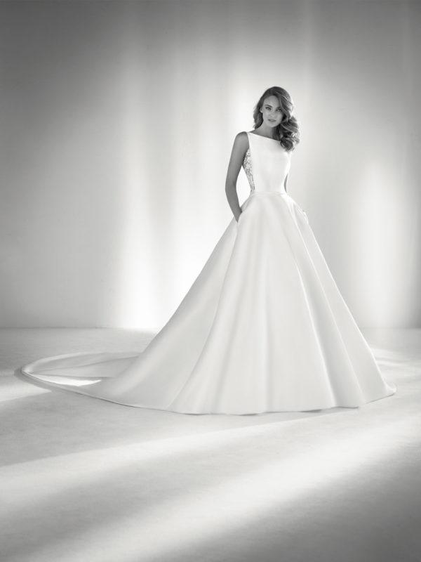 vestidos-de-novia-diferentes-atelier-pronovias-2018-ronda