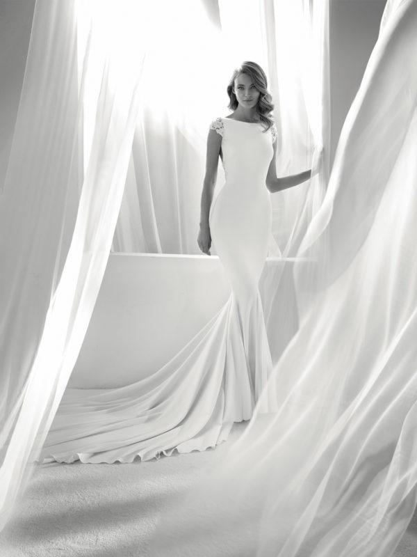 vestidos-de-novia-diferentes-atelier-pronovias-2018-rosario