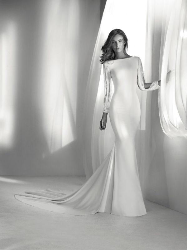 vestidos-de-novia-manga-larga-sirena-con-flecos-pronovias