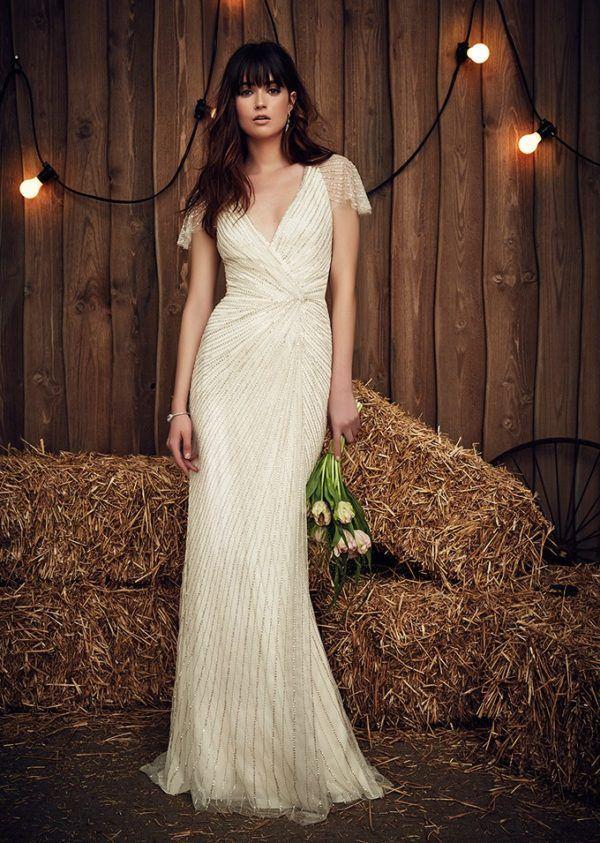 b4b9655f Un vestido de novia sencillo y bonito, confeccionado en tul y fiel a la  línea clásica de los vestidos tipo columna. Un precioso vestido de  inspiración ...