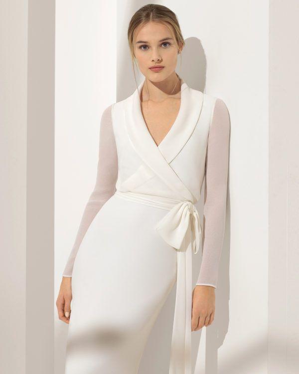 f4a41b571672 Este precioso vestido de la firma Rosa Clará, vestido modelo Pilar, es un  ejemplo de Vestido de Novia Sencillo y Bonito.