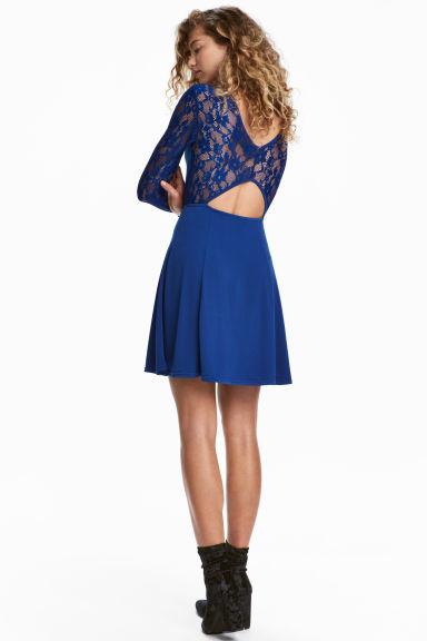 de64905bb El azul tiene varias tonalidades que te permitirán escoger entre muchas  opciones para encontrar tu atuendo ideal  color turquesa