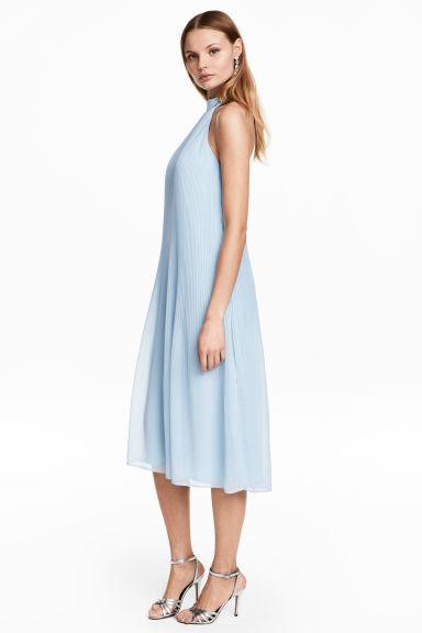 vestido azul bordes blancos