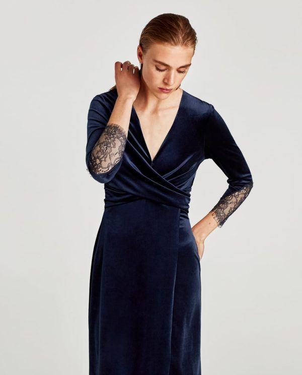 Vestido azul complementos dorados