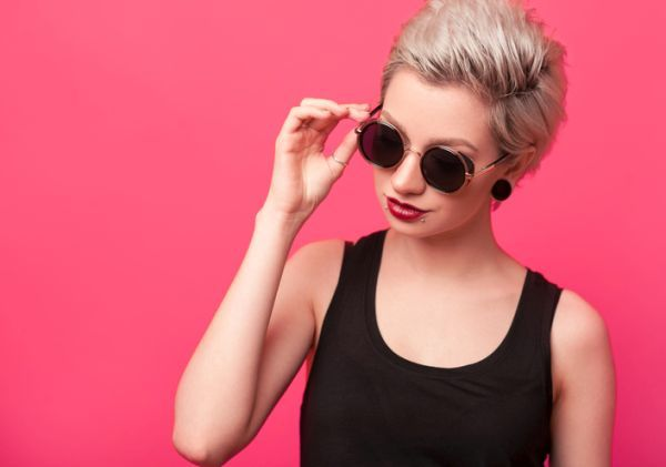 the-hair-cuts-modern-woman-short-blonde-light-glasses