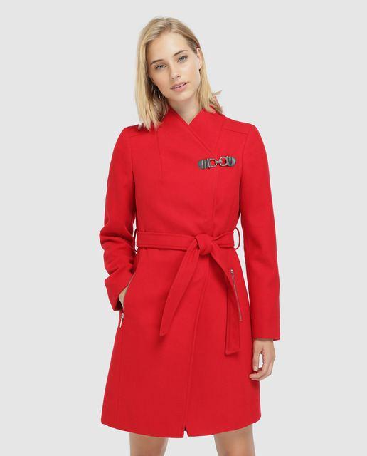 formula-joven-abrigo-cinturon-y-hebillas-rojo