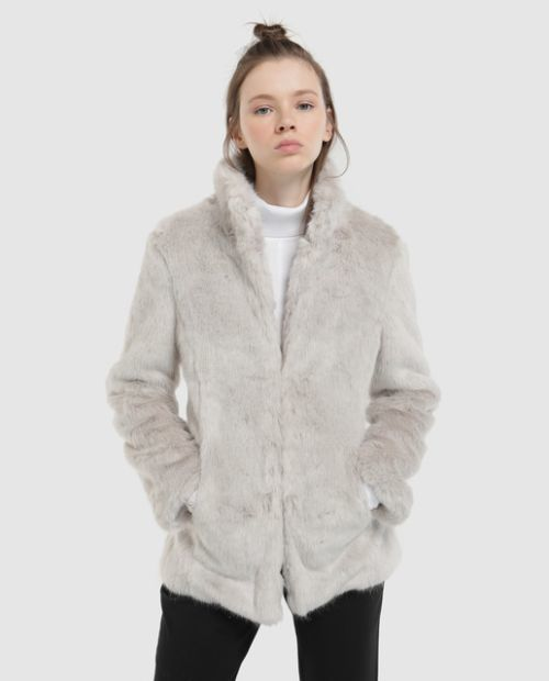 formula-joven-chaqueta-con-pelo-gris