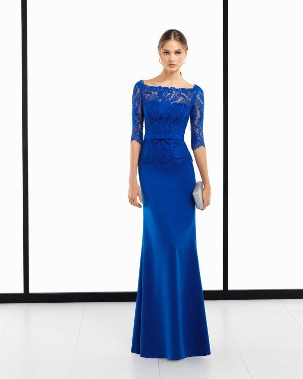 30c9fd6c930 La firma Rosa Clará nos sorprende con este espectacular vestido de fiesta  en color azul