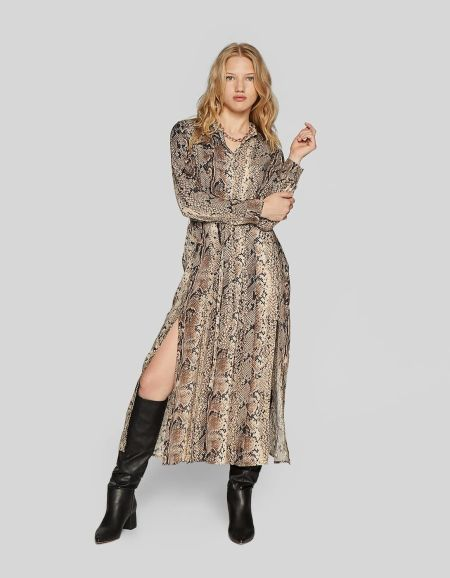 vestidos-stradivarius-largos-estampado-serpiente-cinturon