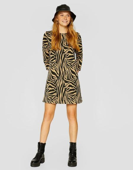 vestidos-stradivarius-manga-tres-cuartos-estampado-animal