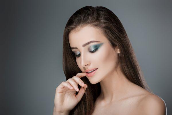 como-hacer-un-look-de-maquillaje-con-sombras-metalicas3