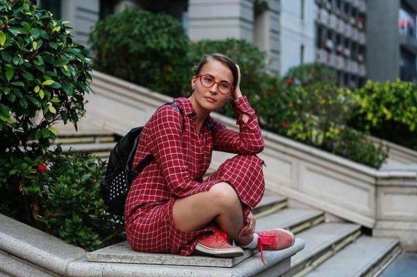 Cómo Llevar Un Vestido Con Zapatillas Blogmujerescom