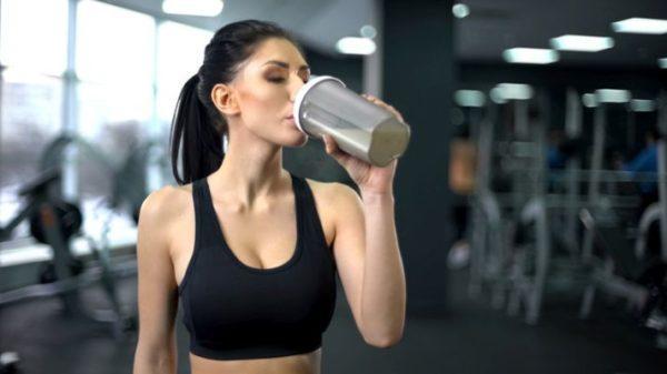 trucos-para-beber-mas-agua-3-istock