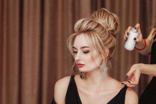 Aclarar el pelo con reflejos rubios en un pelo castano 2