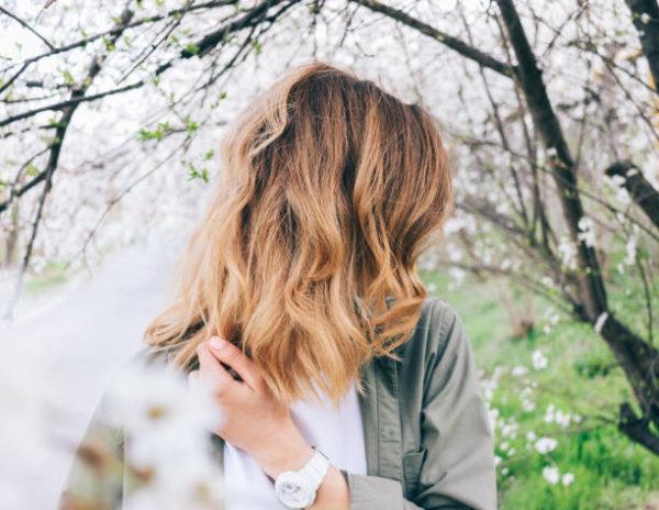 Aclarar el pelo con reflejos rubios en un pelo castano 6