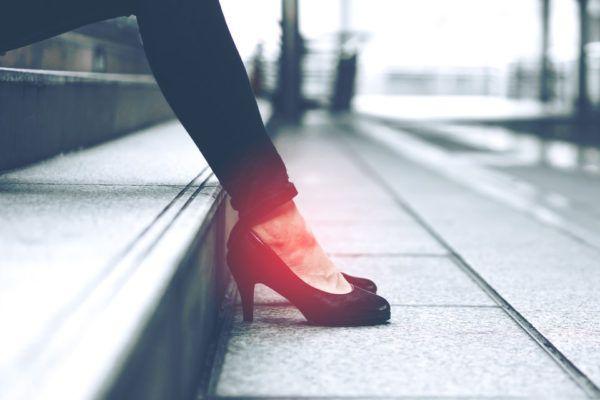 Lesiones por usar tacones altos