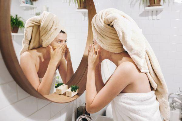 como-limpiar-los-poros-maneras-vapor-istock2