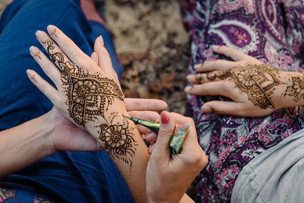 Tatuajes en la mano para mujeres henna