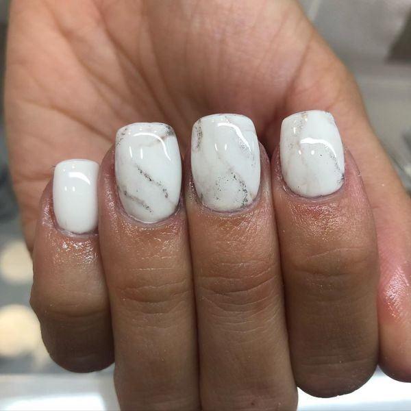 unas-decoradas-blanco-con-dibujos-lineas-porcelana-instagram