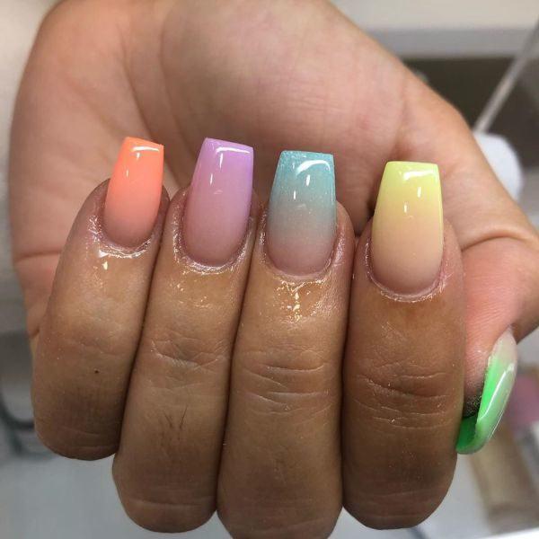 Uñas de colores decoradas