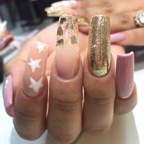 unas-decoradas-doradas-adornos-instagram