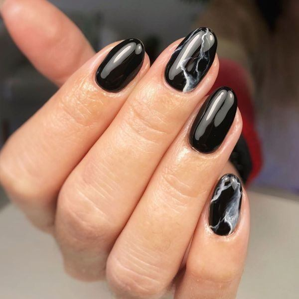unas-decoradas-negras-adornos-instagram