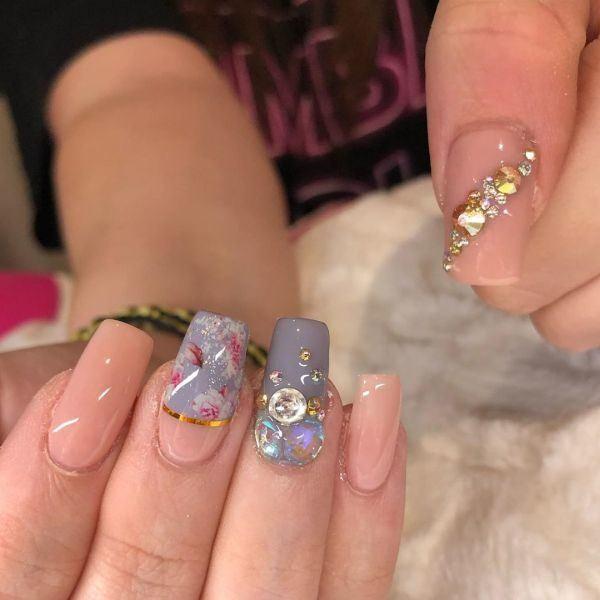 unas-decoradas-rosa-claro-lila-adornos-gel-instagram