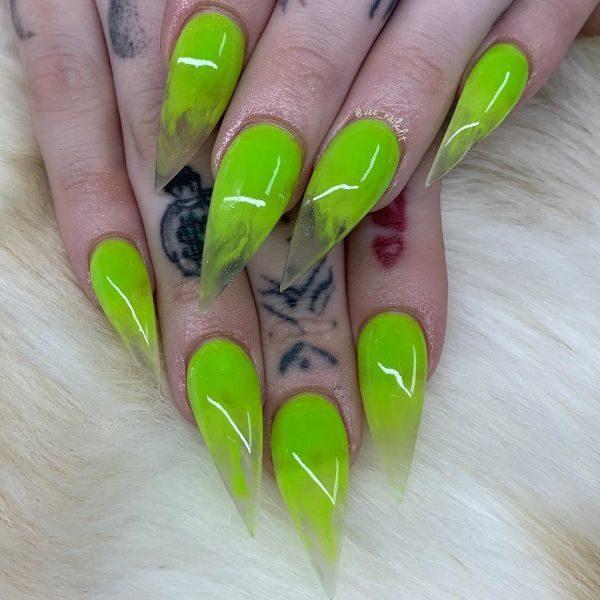unas-decoradas-stiletto-verde-instagram