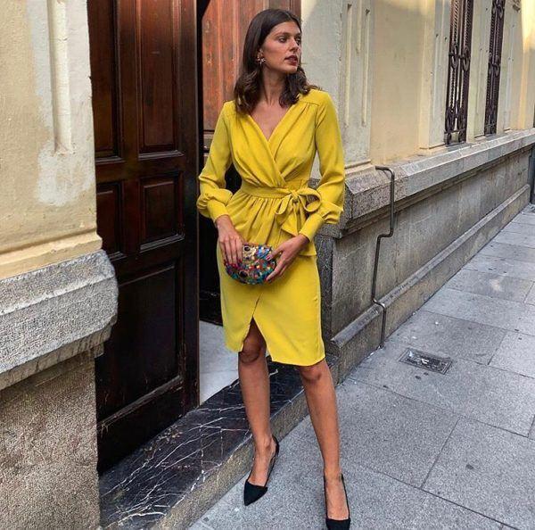vestidos-de-comunion-para-madres-amarillo-anudado-instagram