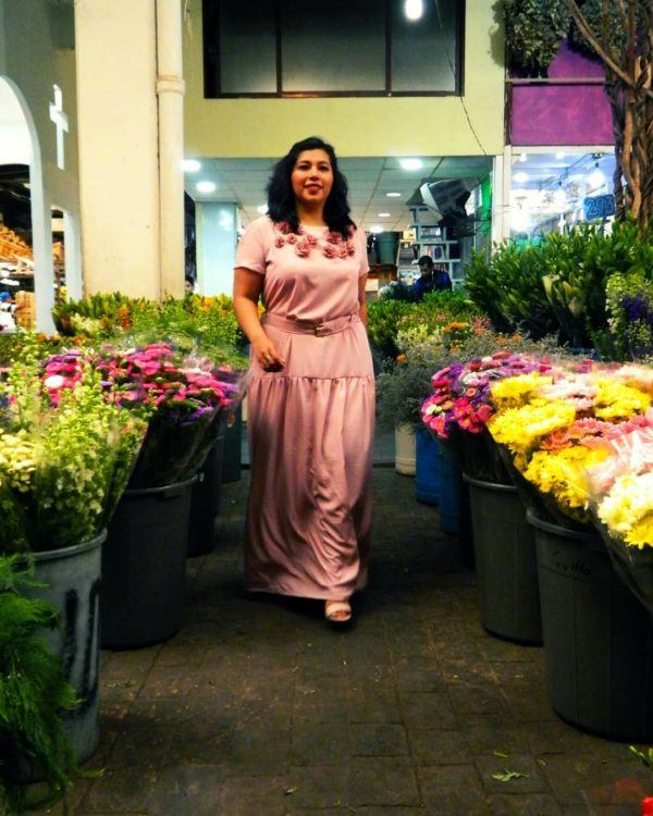 vestidos-de-comunion-para-madres-rosa-con-flores-instagram