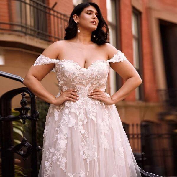 wedding-dresses-for-chubby-neckline-sweetheart-brides-xl-instagram