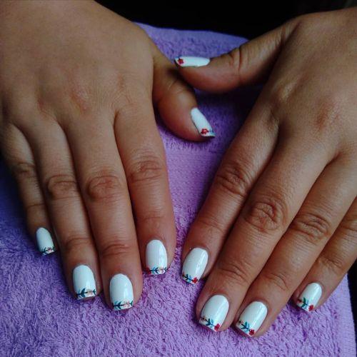 unas-blancas-con-flor-instagram-sky-nails-8