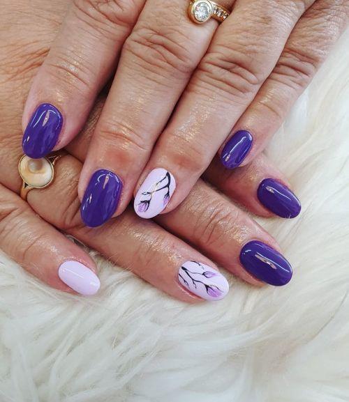 unas-de-porcelana-flores-moradas-instagram-hola-nails-vietnamita